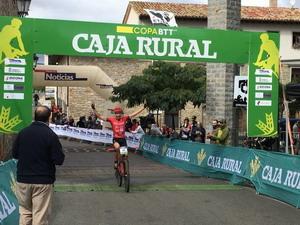 Aitor Hernández logra la victoria en Arazuri