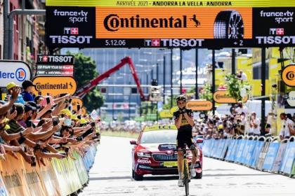 Sepp Kuss supera a Alejandro Valverde para llevarse la etapa 15 del Tour de Francia