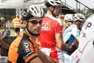 Fernando Eguiluz acaricia el podio en el Mundial de bomberos