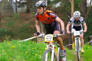 Jose Luis Iñorbe (Bikezona Team) primer Master 30 en Akarlanda