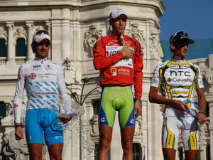 La Vuelta a España se le fue a Ezequiel Mosquera en un suspiro
