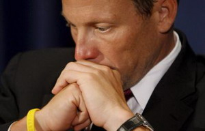 Lance Armstrong se queda solo