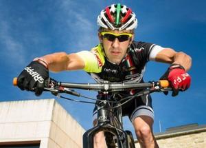 Alpcross con el biker navarro Patxi Cia