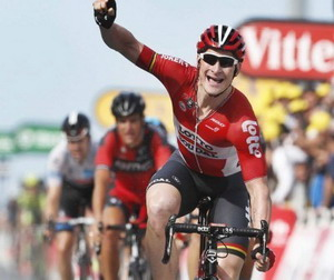 André Greipel se hace con la segunda etapa del Tour