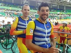 Avila-Font acarician la medalla en Río