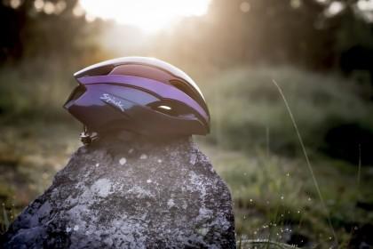 El casco Korben de Spiuk te deslumbrará con su estilo futurista y estilo 3D