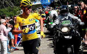 El Tour enloquece en el Mont Ventoux, Chris Froome sube a pie