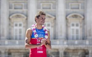 Homenaje del triatlón español a Iván Raña