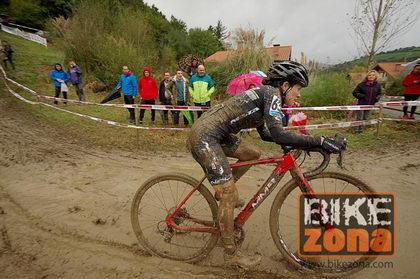 La crónica femenina del ciclocross de Karrantza, llegó el barro
