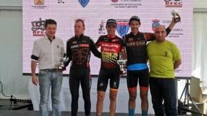 Larri gana en Torrelavega con León y Arriola en el podio