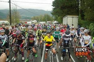 Las ciclistas femeninas se reúnen tras el récord de Igorre