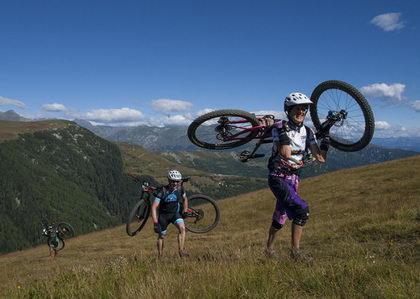 Milton Ramos y Aurelie Grosse lideran el Iron Bike tras 310 km