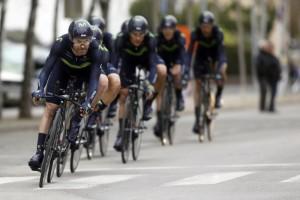 Movistar gana la crono de la Volta, Valverde nuevo líder