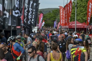 Multitudinaria segunda jornada del festival ciclista Sea Otter Europe