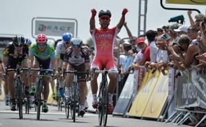 Nacer Bouhanni se lleva la segunda etapa de la Dauphine