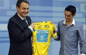 Zapatero apoya a Alberto Contador