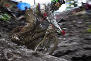 Sam Hill gana la World Cup de DH en Schladming