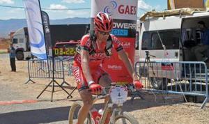 Luis Leao Pinto gana la primera etapa y mete miedo a sus rivales