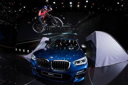 Vídeo: Martin Söderström haciendo de las suyas en el Salón del automóvil