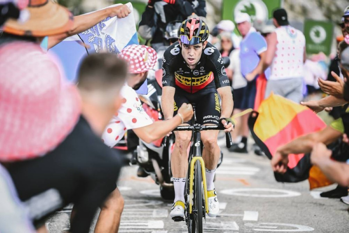 Wout van Aert se lleva una etapa mítica tras dos subidas al Mont Ventoux