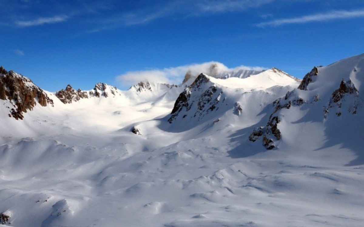 Esquí de verano en bikini y bañador en Zermatt