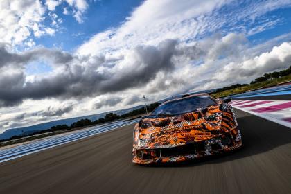 El Lamborghini SCV12 listo para salir a la pista