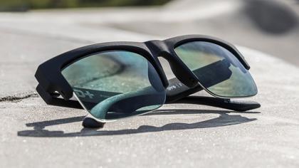 Las gafas de sol de SPY+ para deportes extremos