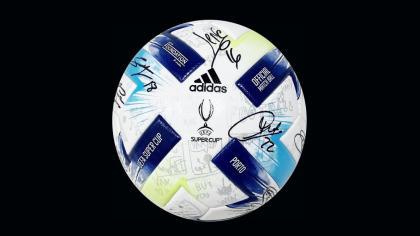 Subasta de camisetas y balones de fútbol oficiales firmados de la UEFA