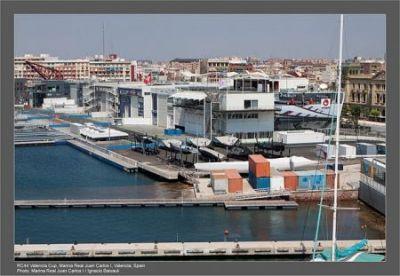 Los once equipos participantes en la RC 44 Valencia Cup ultiman los preparativos de sus barcos