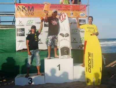 El valenciano Sergi García, en Freestyle, y el catalán José Alarcón, en Race, campeones del AKM