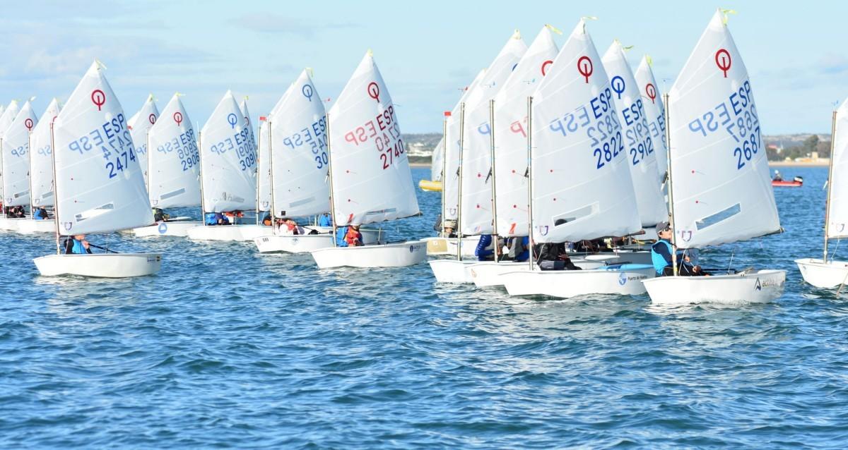 1ª regata clasificatoria de la clase Optimist en Isla Canela.