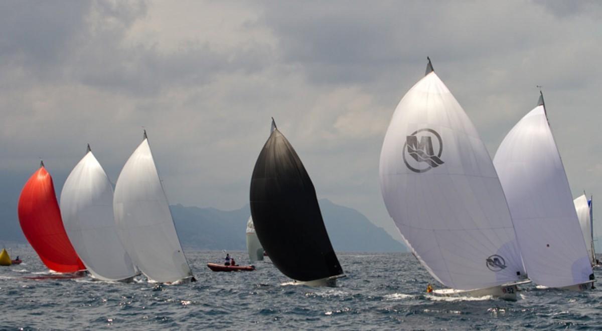 30 barcos en el Campeonato de España J80 de Hondarribia