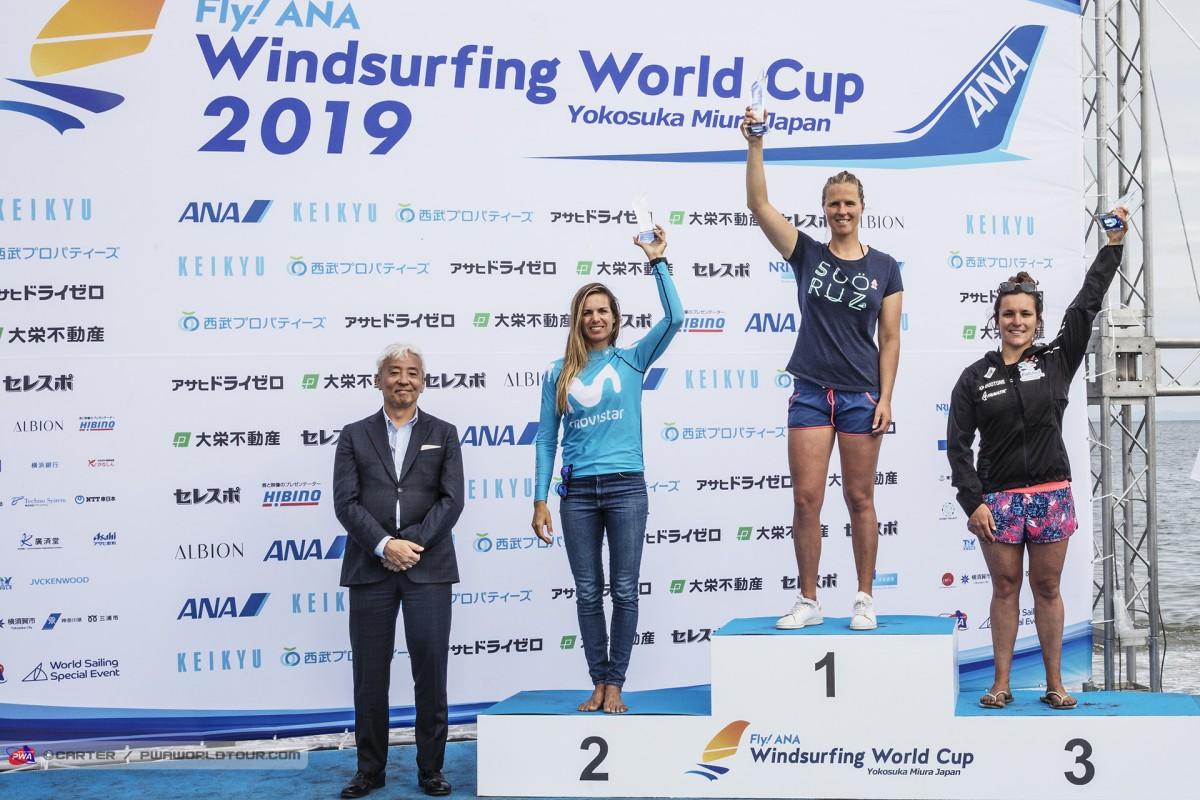 Copa del Mundo de Foil PWA en aguas de Yokosuka