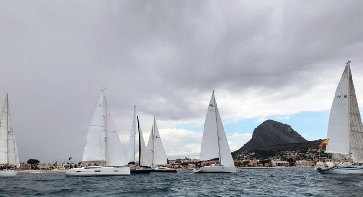 El Club Náutico de Jávea vuelve sentir el mar