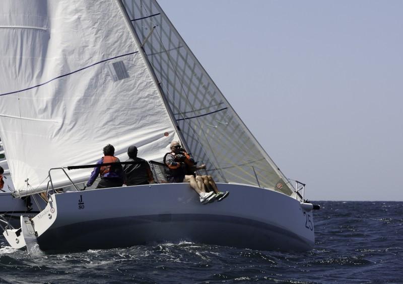 El Mandovi lidera el IV Trofeo El Correo en la clase J 80