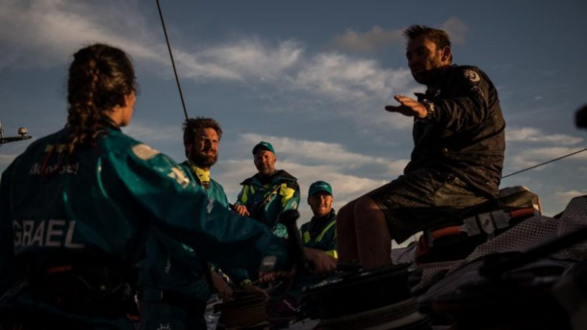 El team AkzoNobel marca el ritmo hacia Cabo Reinga