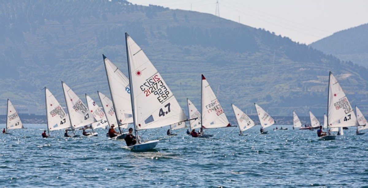 El Trofeo Escuela de Vela José Luis de Ugarte con poco viento