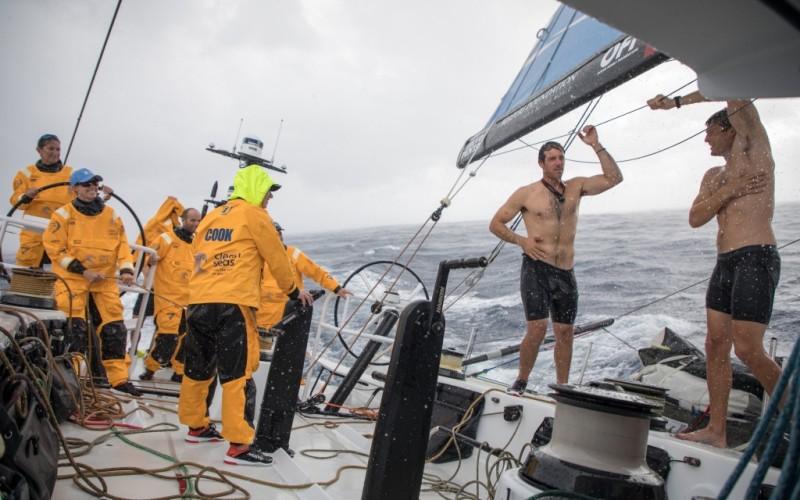 El viento da paso a la lluvia en la Volvo Ocean Race