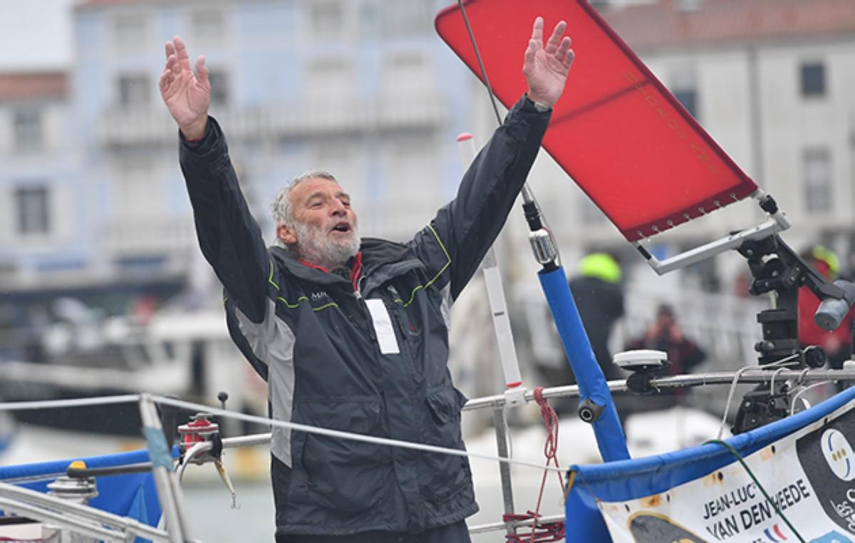 Jean-Luc Van Den Heede gana la Golden Globe Race en 212 dias