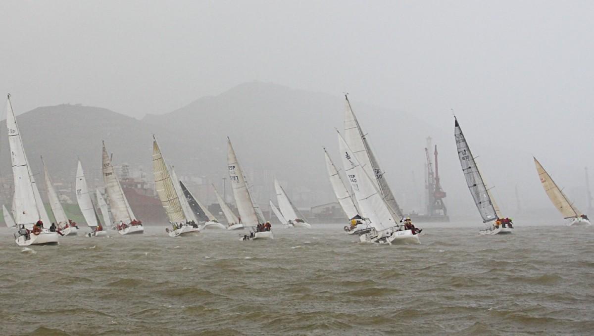 La flota vizcaína de cruceros desafía al mal tiempo