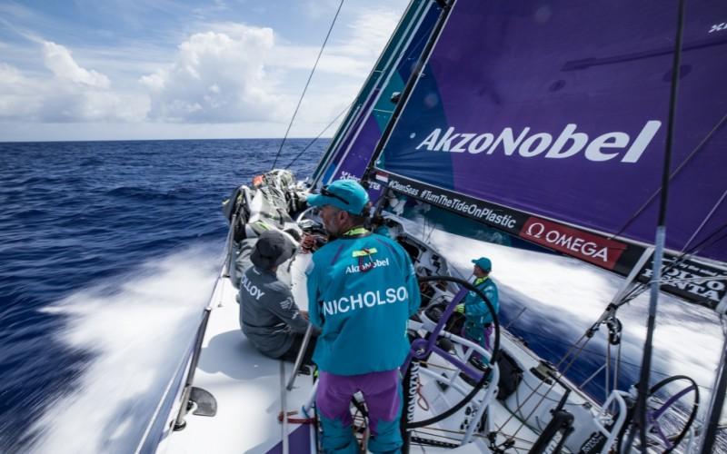 La flota de la Volvo Ocean Race tira los dados