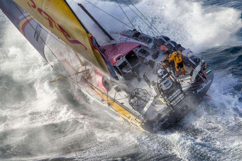 La flota de la Volvo Ocean Race supera Madeira