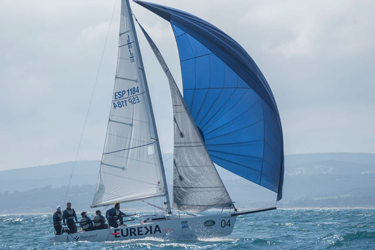 El Península lider del Circuito Alcaidesa Marina J/80 Winter Series