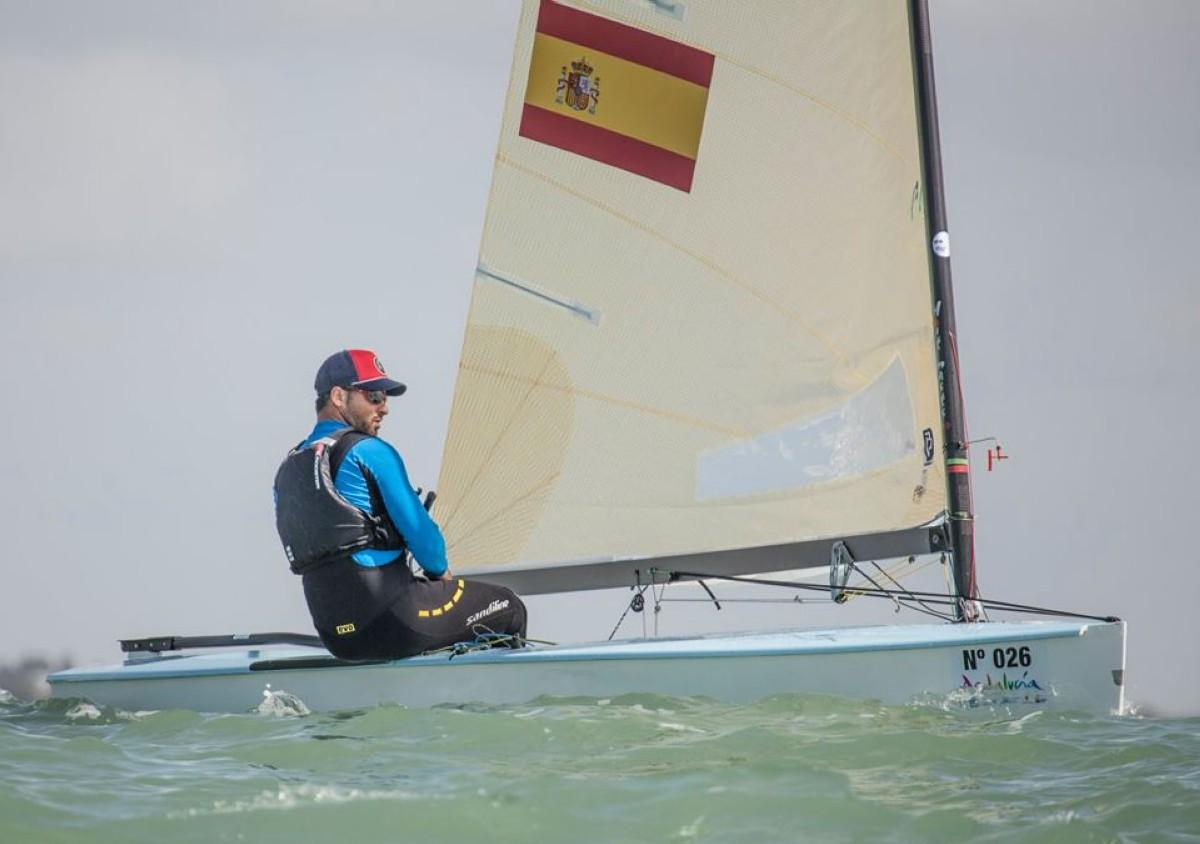 Pablo Guitián mantiene el ritmo en el Europeo de Finn