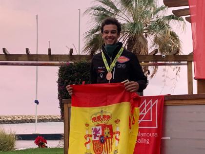 Aurelio Terry se cuelga la medalla de bronce Juvenil en aguas de Vilamoura