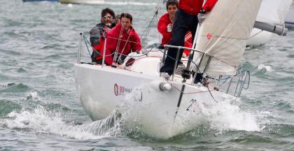 Ya hay líderes del IV Trofeo Social para cruceros y J80 del Abra