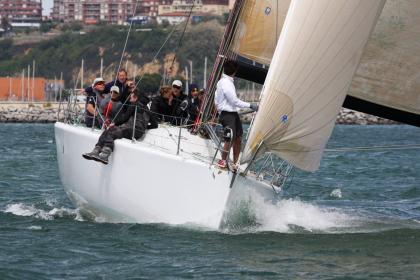 El IV Trofeo Social para cruceros y J80 arranca en el Abra