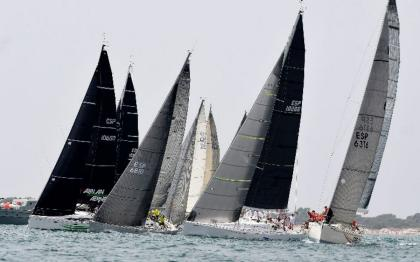 El XXII Trofeo SM La Reina XXXIII coge velocidad de crucero