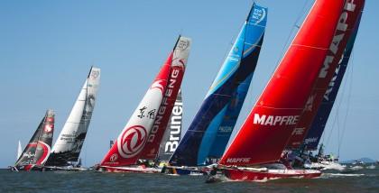 La flota de Volvo Ocean Race vuelve a los Doldrums