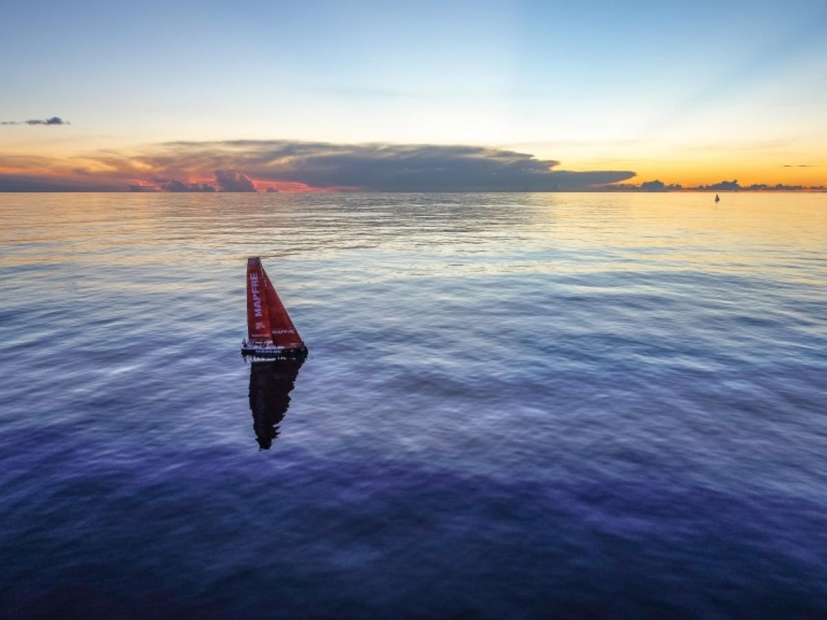 Un viento flojo y cambiante marca la Volvo Ocean Race